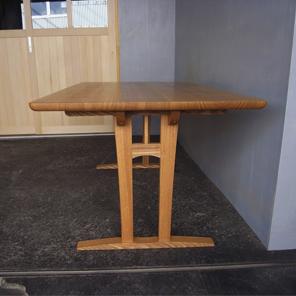 テーブル4人掛け