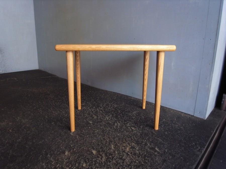 サイドテーブル正面