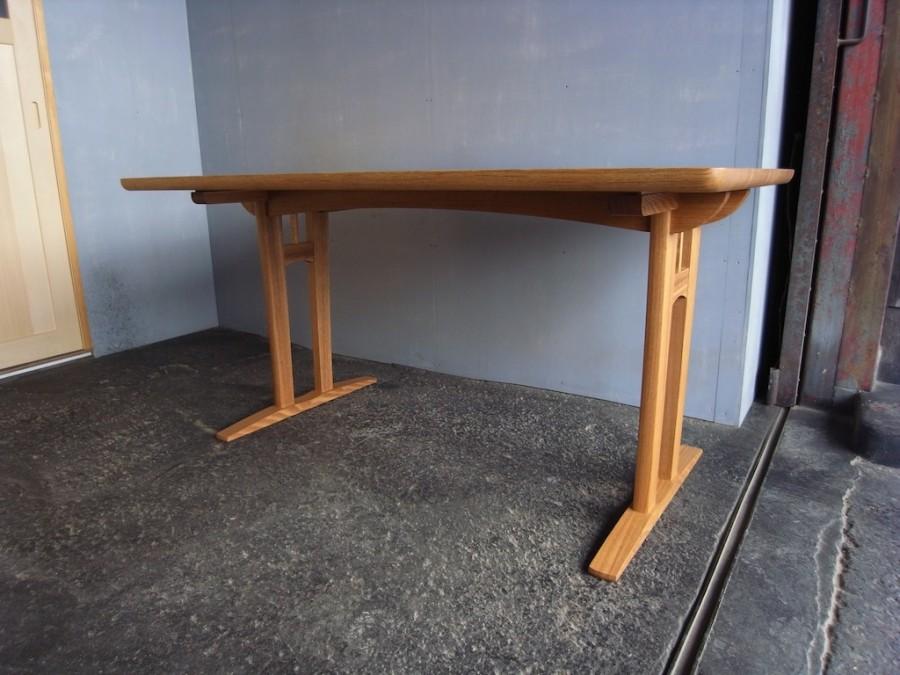 テーブル4人掛け正面