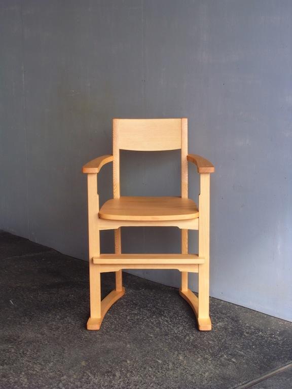 子供椅子正面