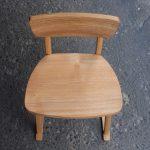 子供椅子 小 上面