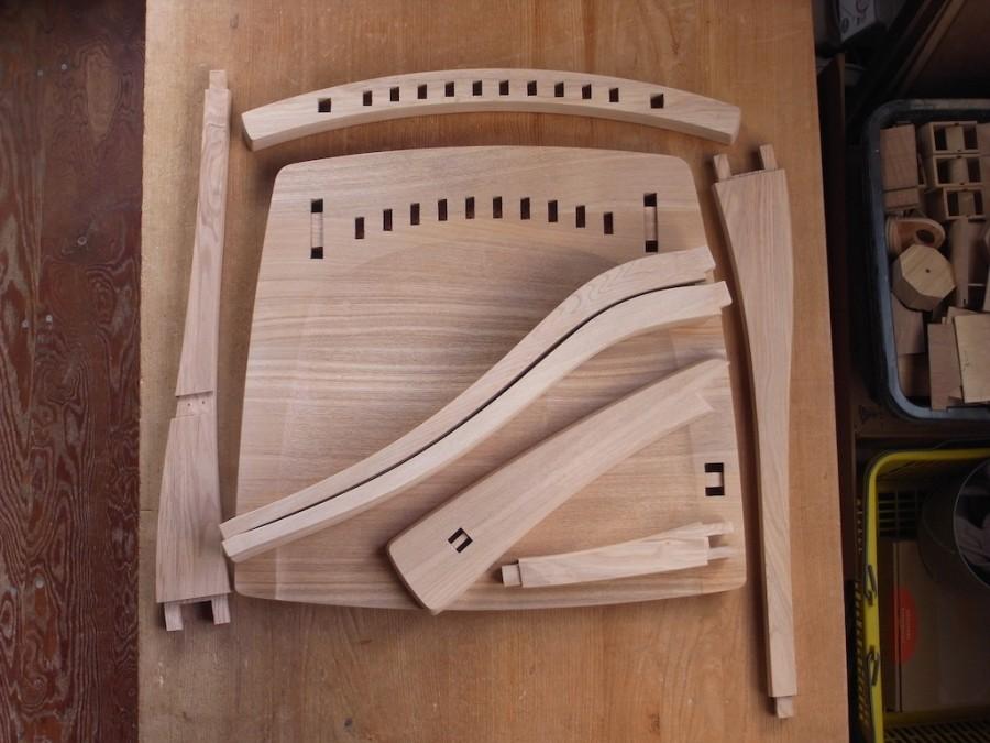 片肘回転椅子 木組み