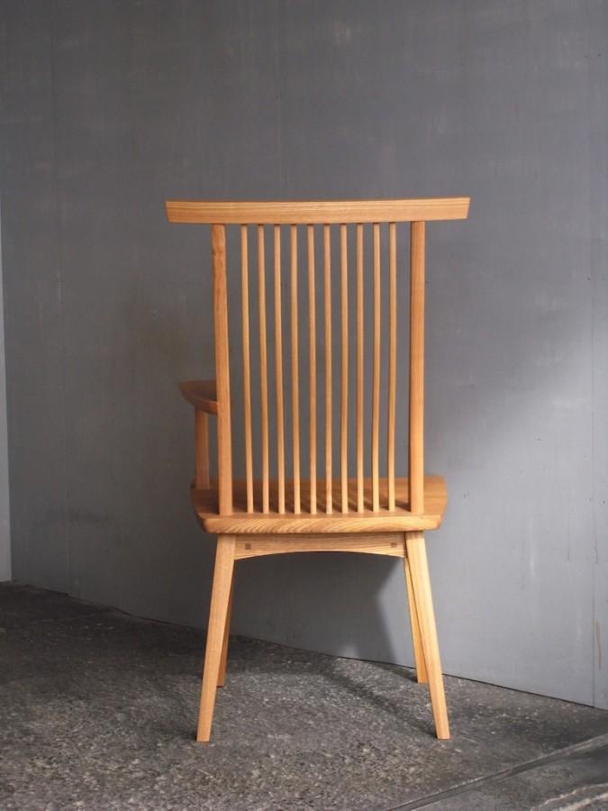 片肘回転椅子 後ろ面