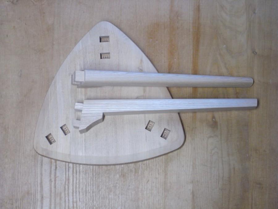 三角スツール木組み